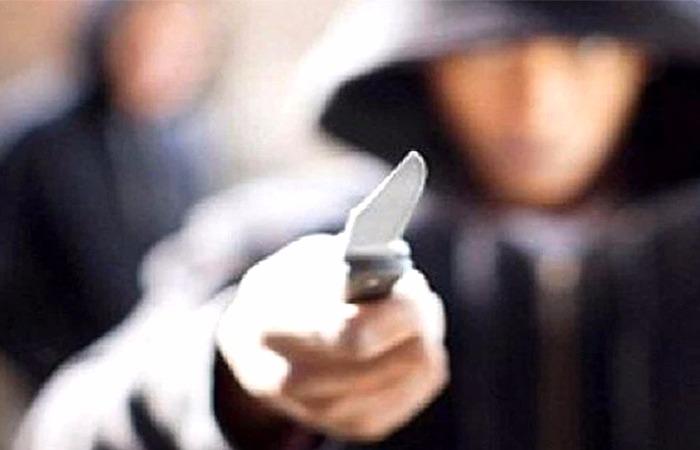 Capturado hombre que amenazaba a su hijo con cuchillo