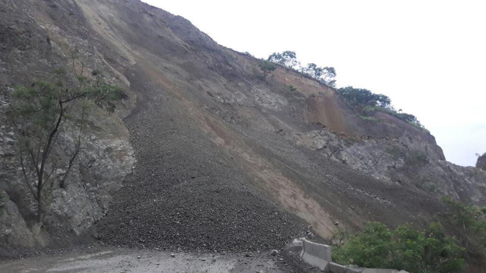 Cierre total de la vía Loboguerrero-Mediacanoa tras derrumbe