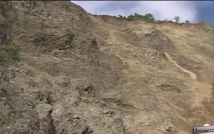 Incomunicados habitantes de Inzá tras deslizamiento de tierra en las vías