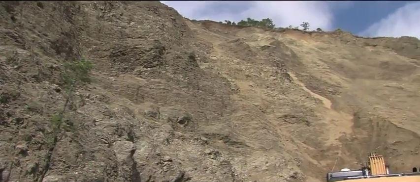 Deslizamientos de montaña preocupa directivas de escuela en Dagua