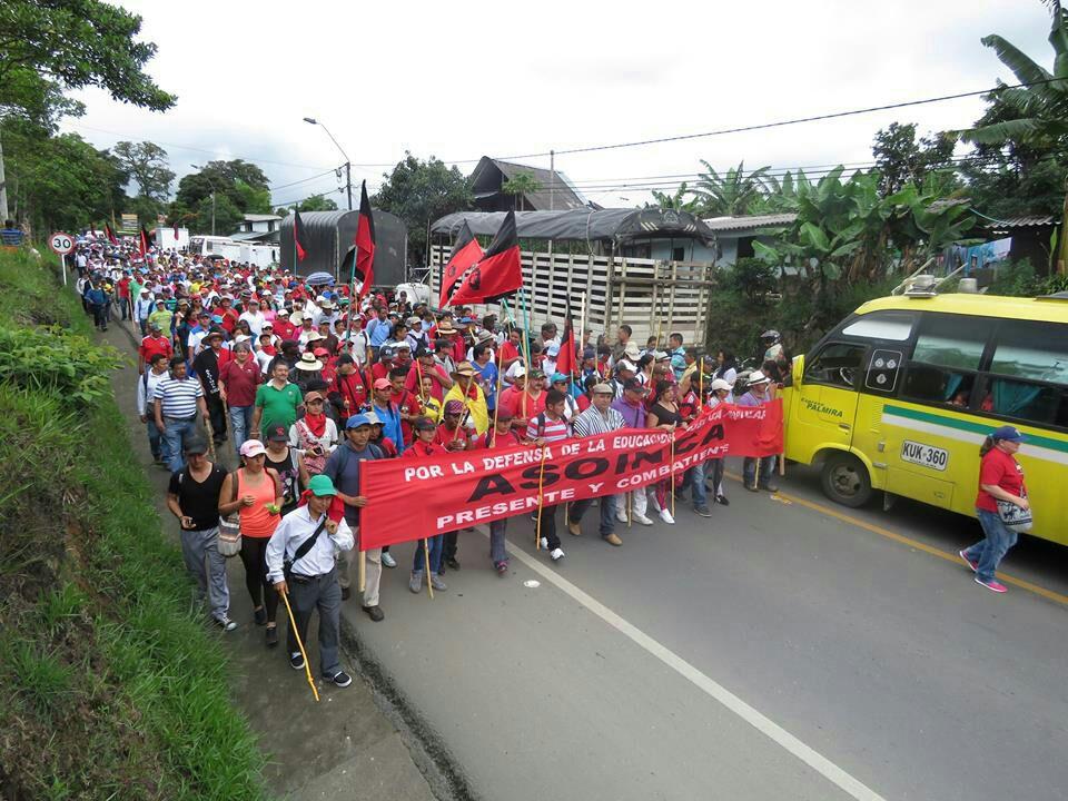 Docentes del Cauca marcharon en la vía Panamericana