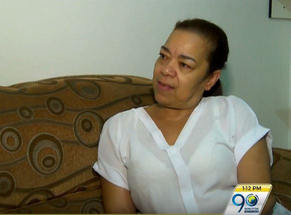 Mujer denuncia que el pastor de una iglesia la estafó con trámite de visa