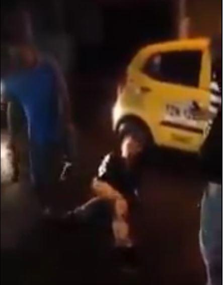 Brutal agresión de taxistas a joven que confundieron con ladrón