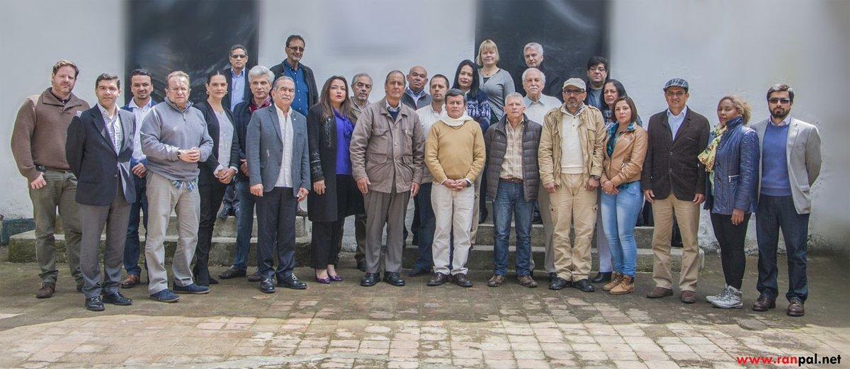 Gobierno y miembros del ELN siguen reunidos en Ecuador