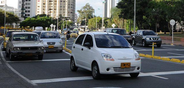 Cerca de la mitad de los vehículos en el Valle evaden el impuesto automotor