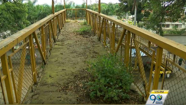 Comunidad de Yumbo denuncia puente inservible sobre la vía Panamericana
