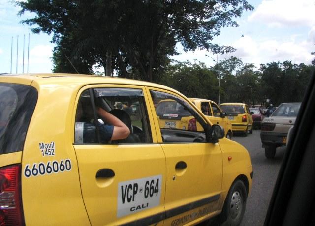 Taxistas rechazaron nueva medida de Pico y Placa que los cobijará en 2017