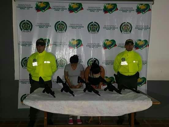 Capturan dos mujeres por tener armas de las Fuerzas Militares