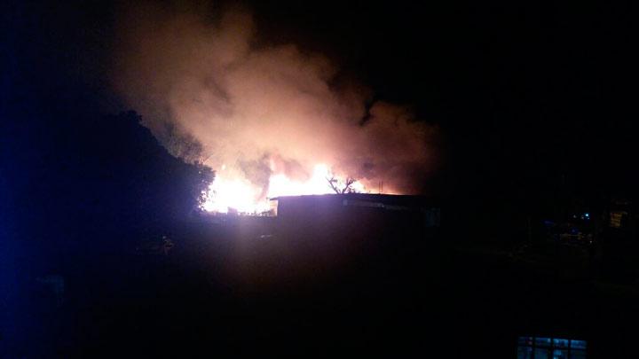 Incendio en fábrica de muebles puso en alerta a habitantes de Floralia