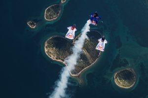 la-particular-forma-de-tres-paracaidistas-de-celebrar-san-valentin-15-02-2017
