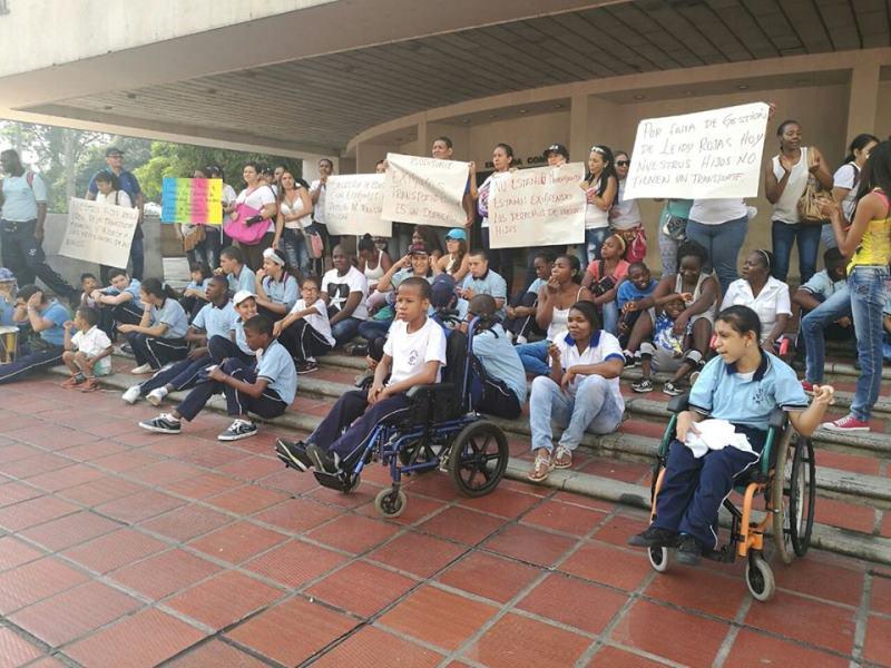 Asodisvalle protesta por falta de transporte escolar para niños
