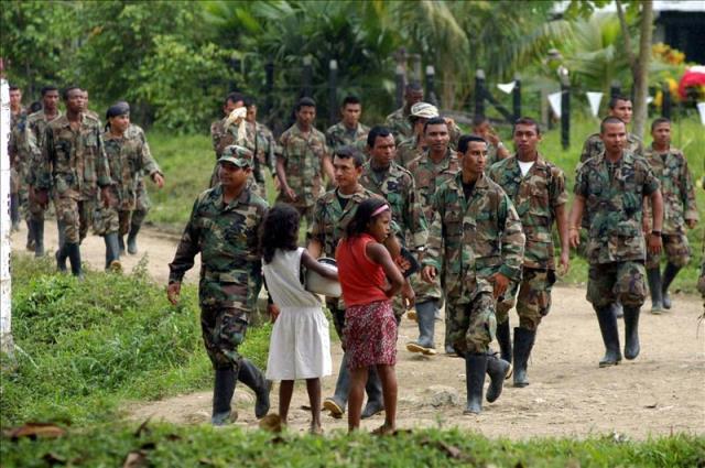 ONG pide a las Farc que entregue a los niños reclutados