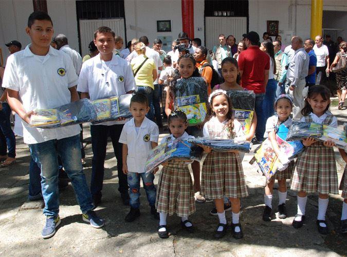 Cerca de 14 mil niños del Valle del Cauca recibieron kits escolares