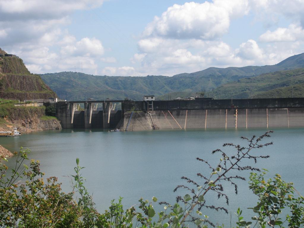 Desmienten descarga por rebose de la represa de Salvajina. Piden no generar pánico.