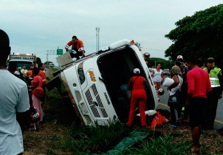 Accidente en la vía entre Guacarí y El Cerrito deja cuatro heridos