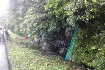 17 personas heridas tras volcamiento de un bus intermunicipal