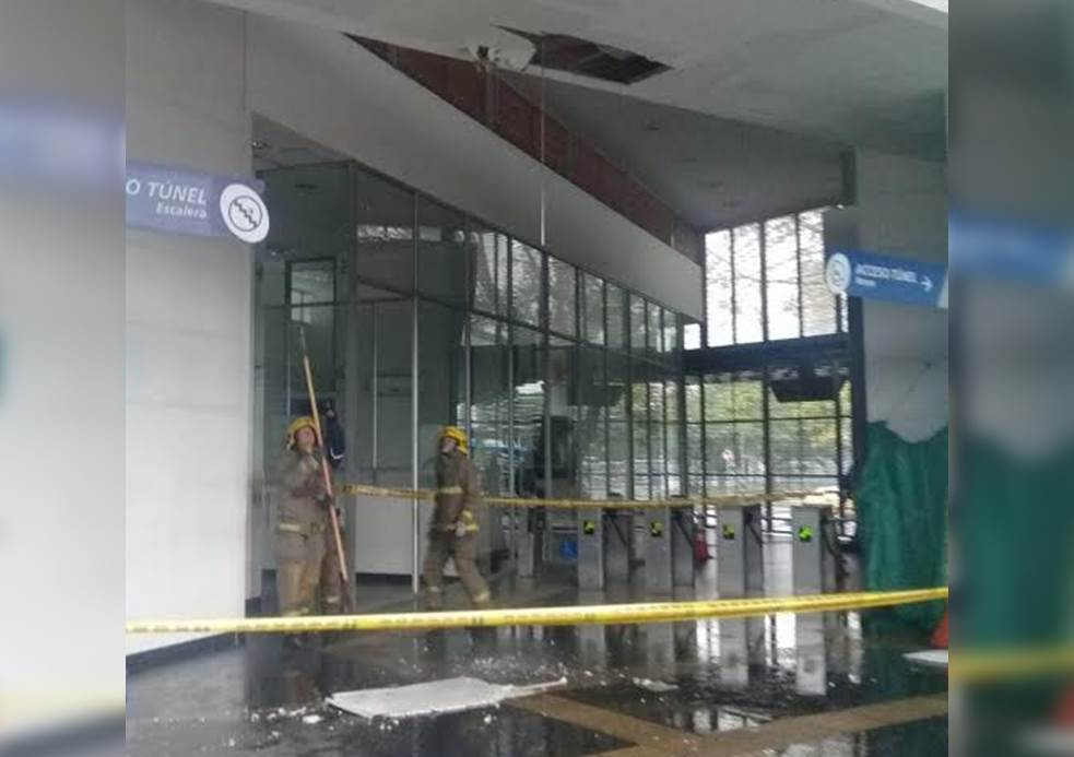 Fuerte lluvias ocasionaron la caída de parte del techo de la Terminal Menga del Mío