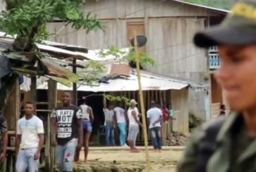 Enfrentamientos entre bacrim y ELN en Chocó dejan cientos de desplazados