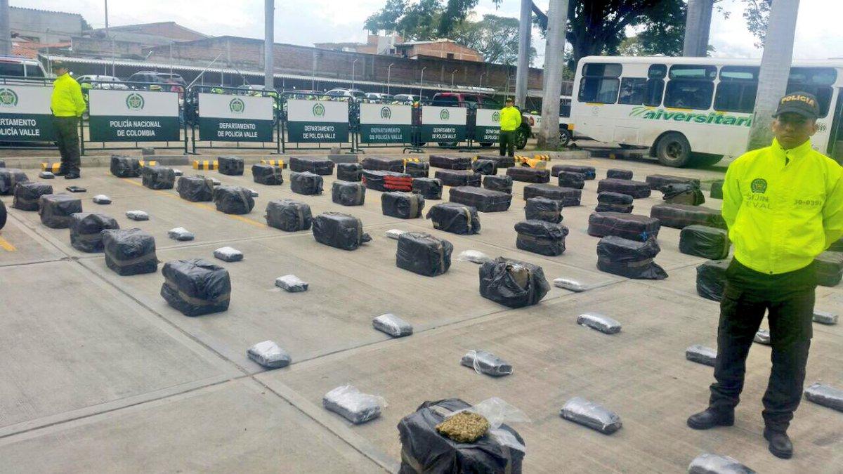 Policía decomisó en Palmira una tonelada de marihuana escondida en un bus escolar