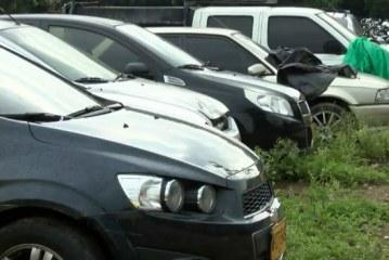 Dueños de carros abandonados en patios tienen 60 días para reclamarlos antes de su remate