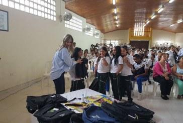 Estudiantes de estratos 1 y 2 recibieron 13.841 kits escolares en Valle