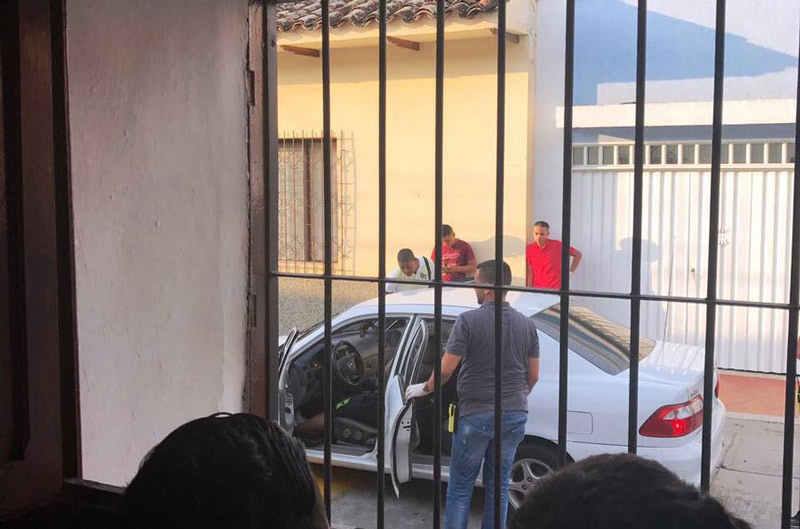 Ataque sicarial en Buga deja dos muertos dentro de un carro