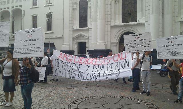 Protestan ante la Catedral de Cali por casos de pederastia