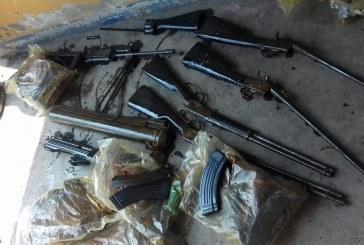 Autoridades encuentran una caleta subterránea que contenía armamento en Palmira