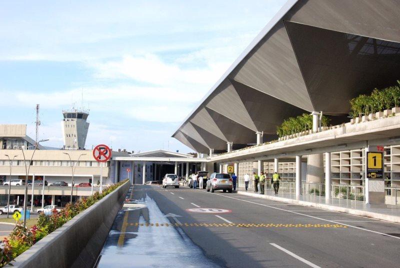 Decomisan alimentos descompuestos en locales del aeropuerto Alfonso Bonilla Aragón