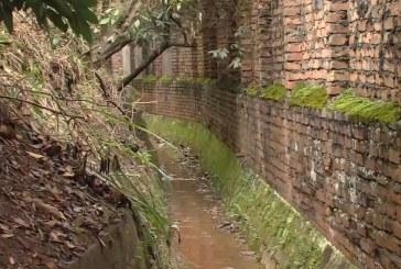 Habitantes de Santa Mónica Residencial alertan por estado de canal de aguas lluvias