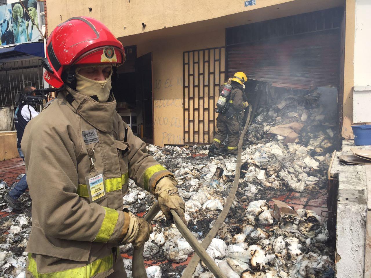 Bomberos controlaron incendio en bodega de medicamentos en el sur de Cali