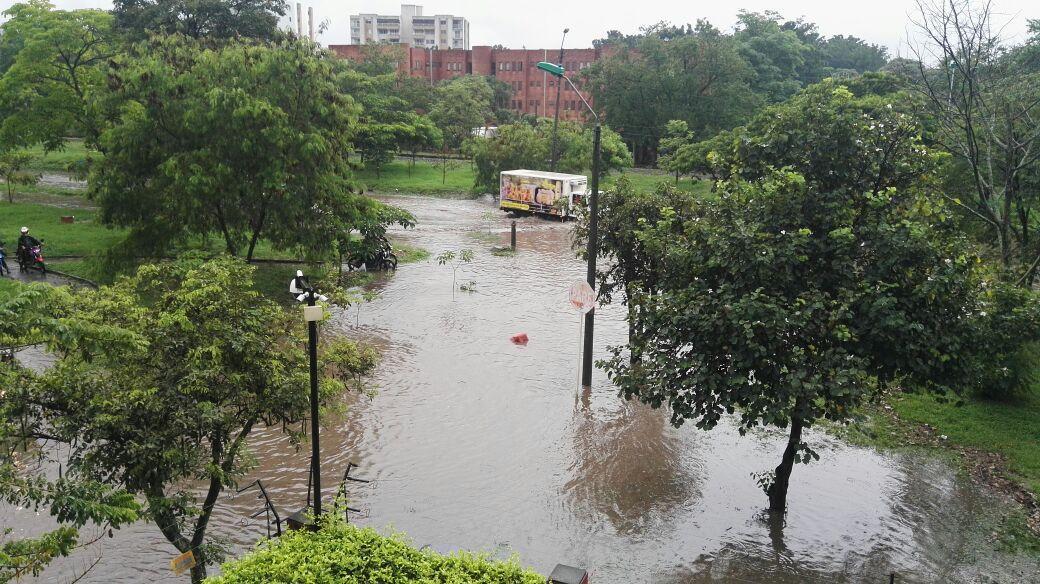 Lluvias de este miércoles ocasionaron inundaciones en vías y colapso en movilidad