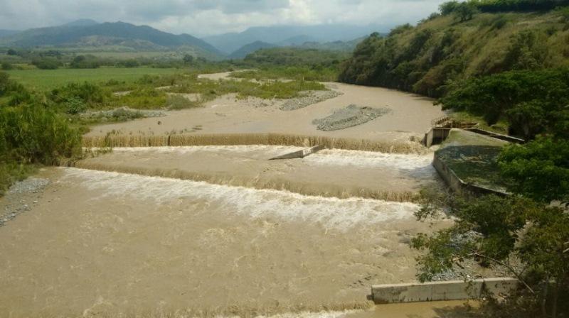 CVC suspendió lavadero ilegal de vehículos tras producir espuma en el río Dagua