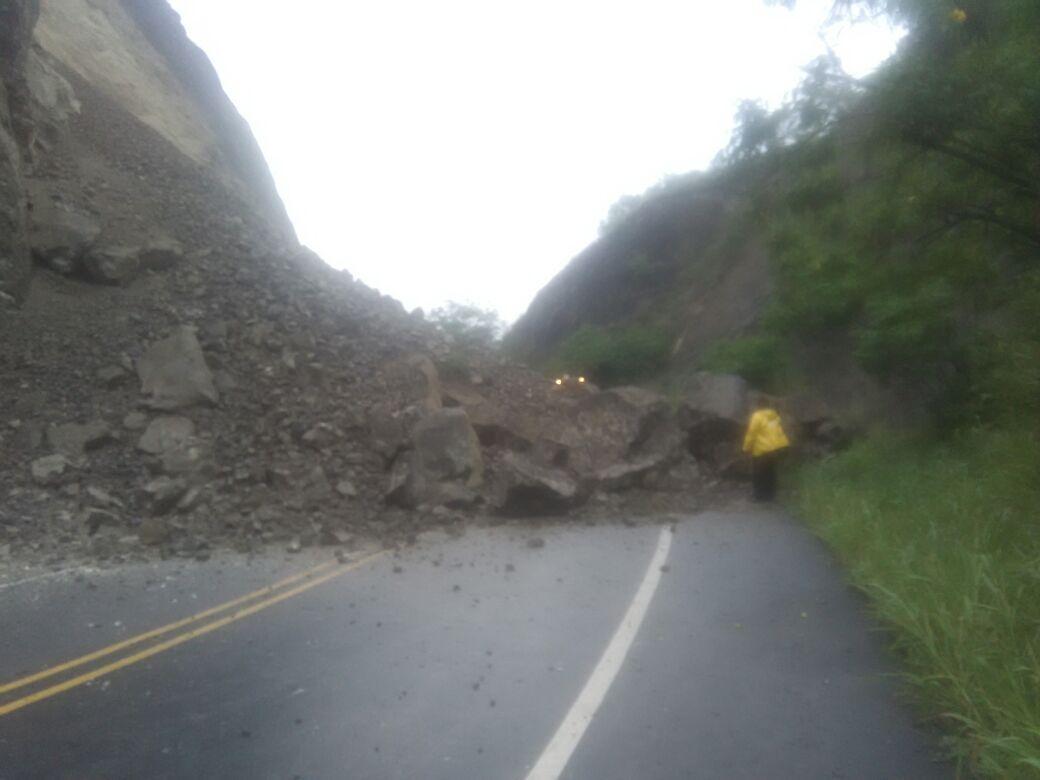 Vía Yumbo-Mediacanoa permanece cerrada por derrumbe en el kilómetro 48
