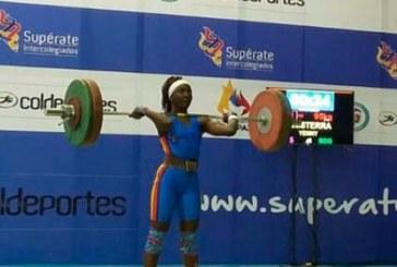 Tulueña Yenni Sinisterra brilló con oro en Mundial de pesas en Tailandia