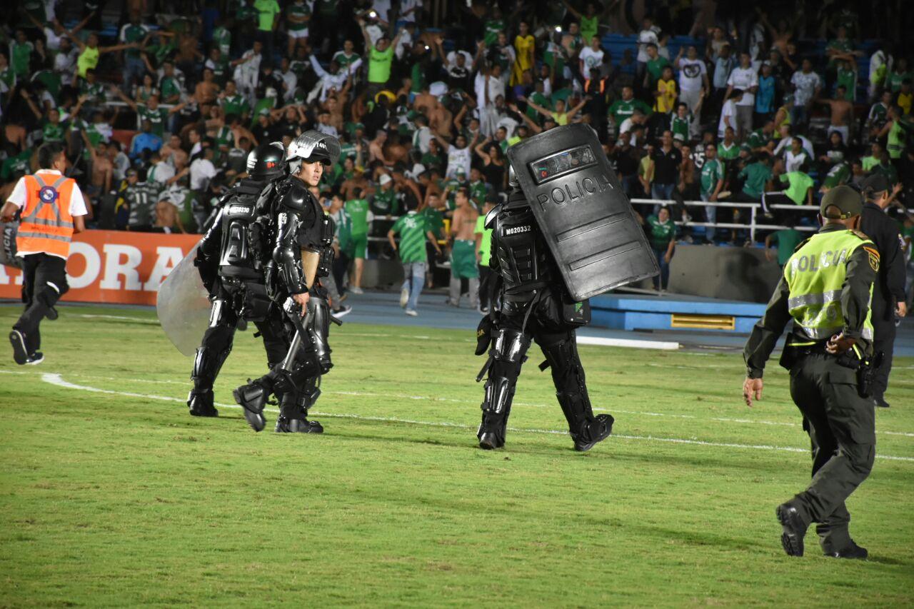 Clásico caleño terminó en una batalla campal en el estadio Pascual Guerrero