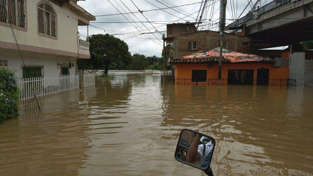 Desbordamiento del río Cauca bloqueó vía a Candelaria y provocó más inundaciones