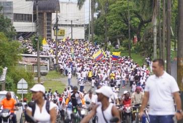Miles de bonaverenses marcharon por la defensa del territorio