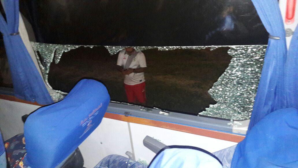 Un jugador herido dejó ataque de supuestos hinchas del América a bus del Quindío