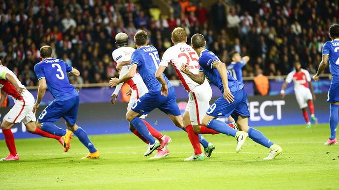 Con doblete de Higuaín, Juventus se impuso al Mónaco en la Champions