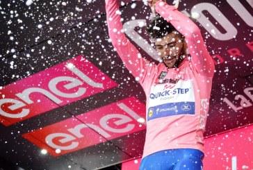 Fernando Gaviria, nuevo líder del Giro de Italia tras ganar la tercera etapa