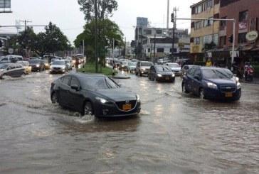 Galería: Fuertes lluvias de este lunes colapsaron la movilidad en Cali