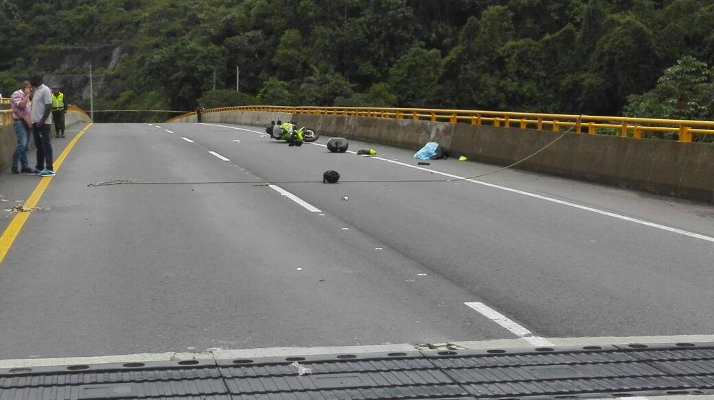 Policía falleció tras chocar con lazo que bloqueaba la vía a Buenaventura