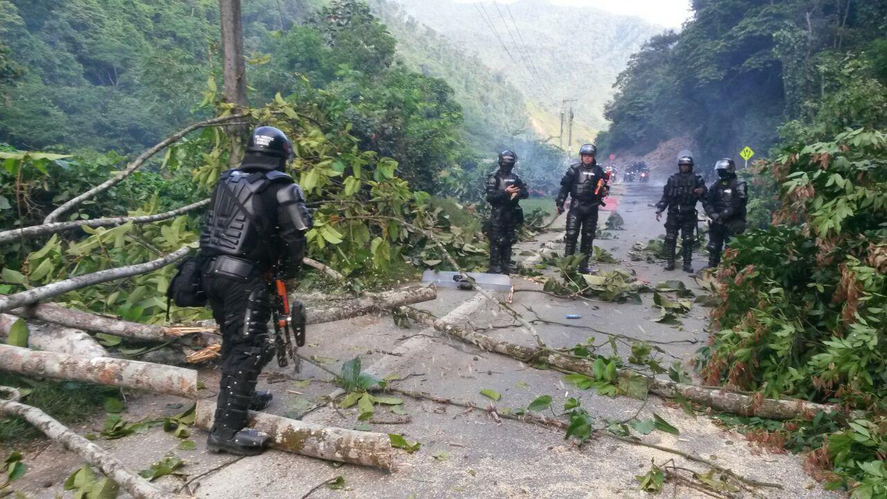 Tensión por fuertes enfrentamientos en vía a Buenaventura