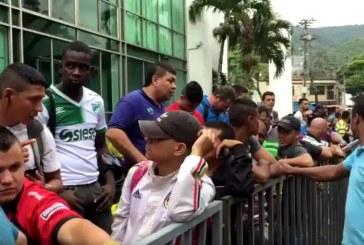 Aficionados del Deportivo Cali madrugaron por las entradas para la final