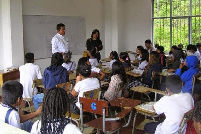 OMS resalta que escuelas no son motor principal de transmisión de covid