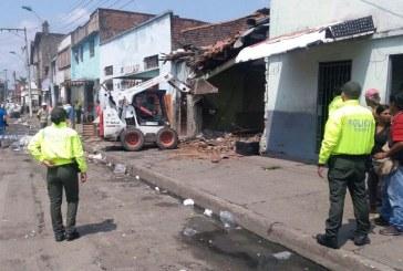 Policía derriba tres inmuebles utilizados para microtráfico en barrio El Calvario