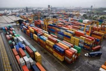 Presidente Santos acepta suspender caravanas de camiones en Buenaventura