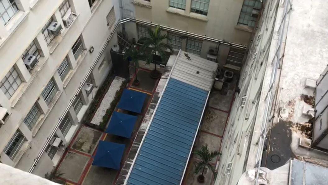 Médica muere al caerle una enfermera desde sexto piso