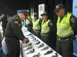 Hoy 40 jóvenes de alto riesgo entregaron sus armas en Cali